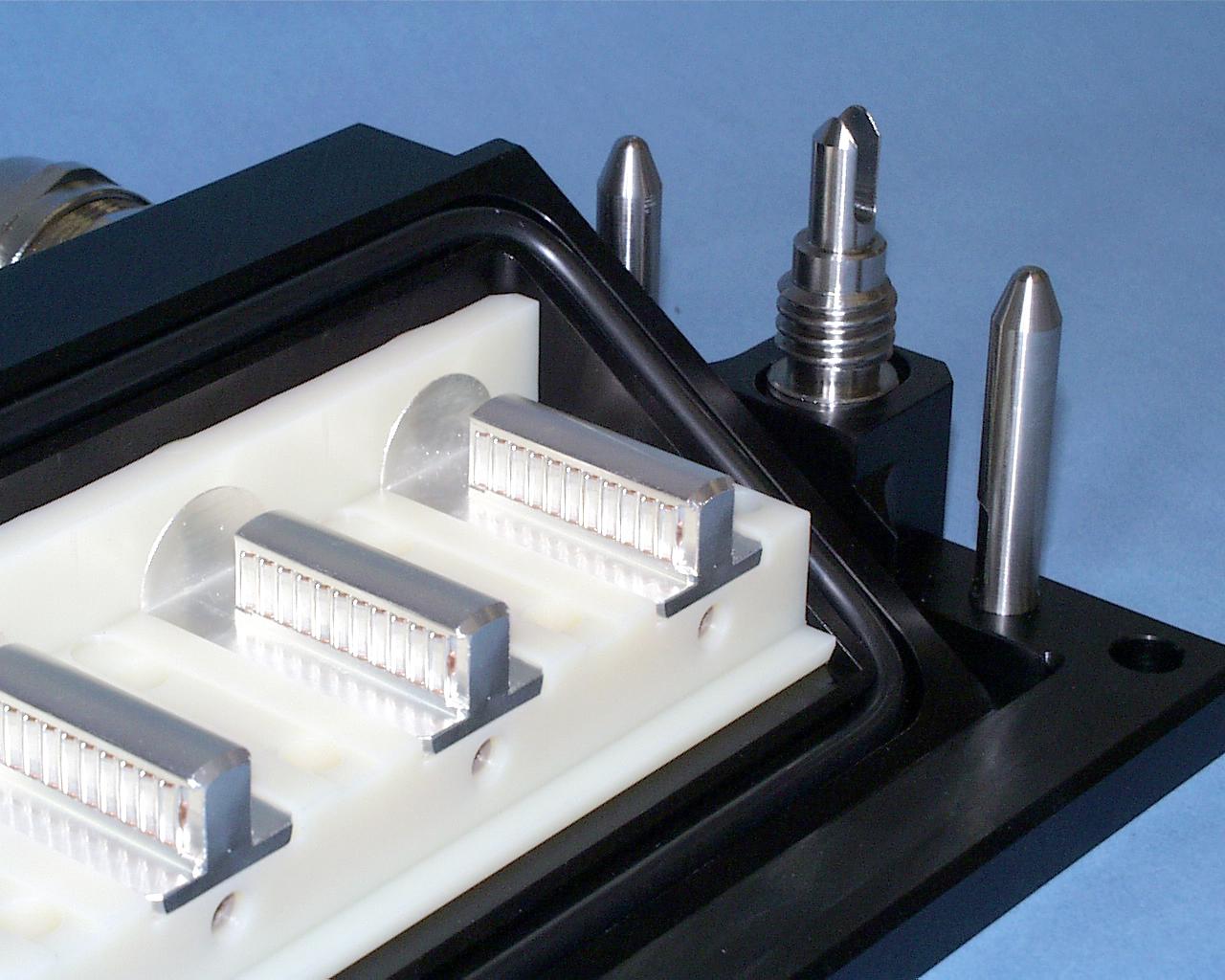 電機機関車モーター・ インバーター接続用防水ユニット ケーブル圧着型 プラグ&ソケット