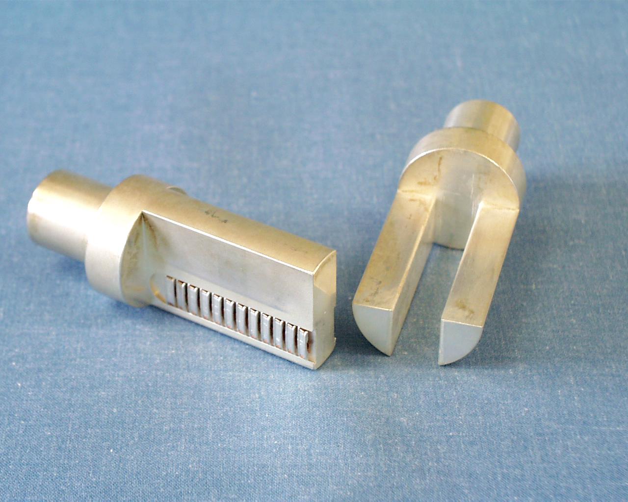 ケーブル圧着型 フォークプラグ&ソケット