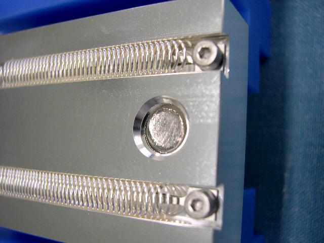 放電加工等のワークに 直接GND接続